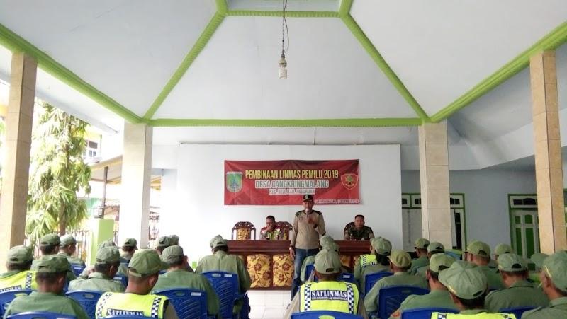 Babinsa Cangkring Malang Laksanakan Pembinaan Linmas