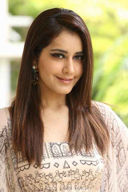 Rashi Khanna Beautiful Photo