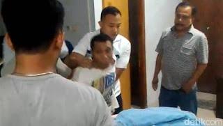 Ismail Ibrahim saat ditangkap polisi