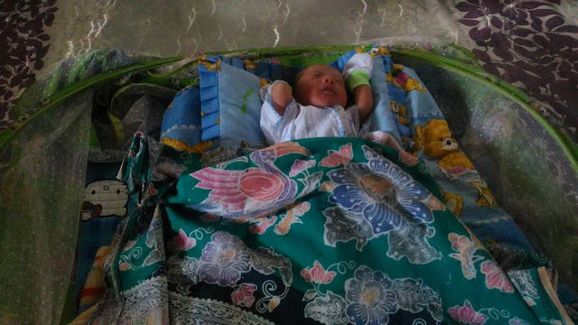 Bayi yang baru dilahirkannya
