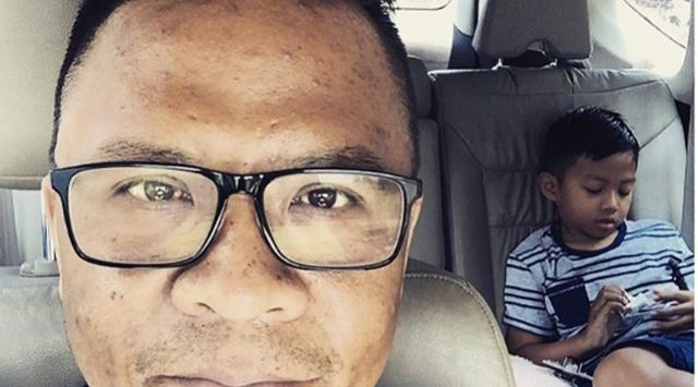 "Mochamad Fachroni ""Oon Project Pop"" dan Anak laki-lakinya"