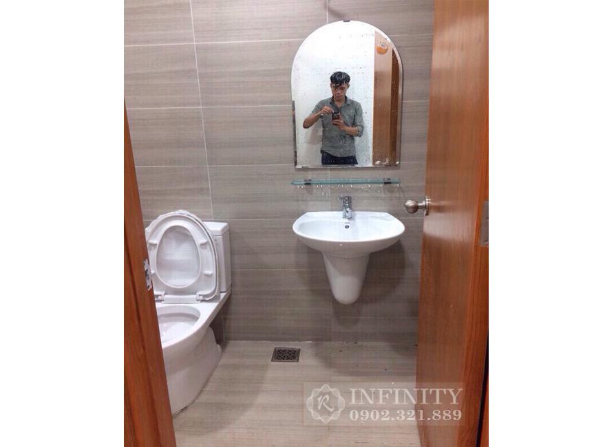 Bán căn hộ Everrich Infinity nội thất cơ bản - phòng tắm