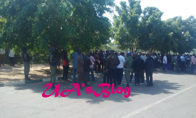 Breaking: Tension as Police barricade N/Assembly gate
