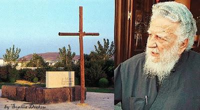 ο π.  Σταύρος Καρπαθιωτάκης και ο Τάφος του Καζαντζάκη