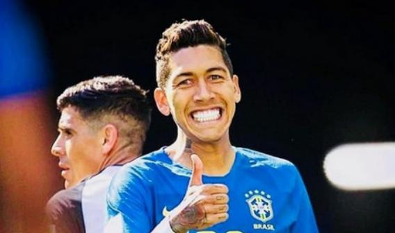 Jogador Firmino faz doação de R$ 284 mil a irmãos com doença degenerativa