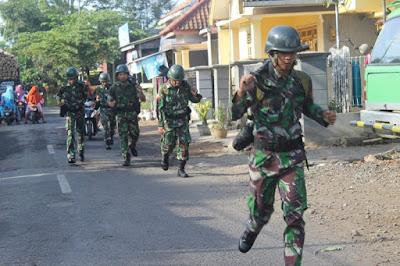 Bina Fisik, Prajurit Yonif Raider 515 Kostrad Latihan Lari Tempur