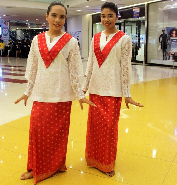 pakaian adat perempuan maluku
