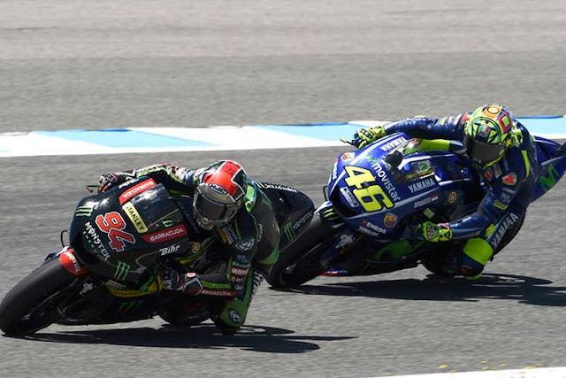 Valentino Rossi Memberikan Sinyal kepada Zarco dan Folger