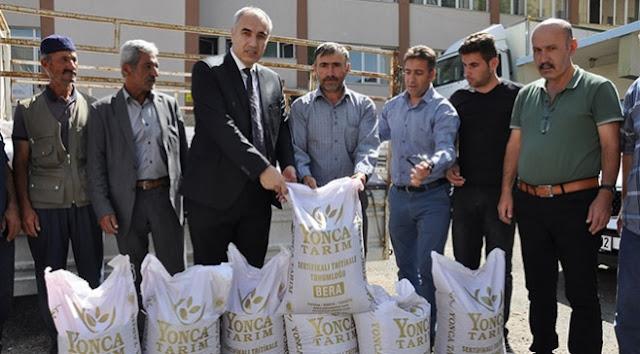Erzurum'da çiftçilere 20 ton tritikale tohumu dağıtıldı.