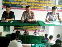 Tingkatkan Keamanan Rakyat (KAMRA), Anggre Jadi Narasumber Latih Linmas Desa Mungguk