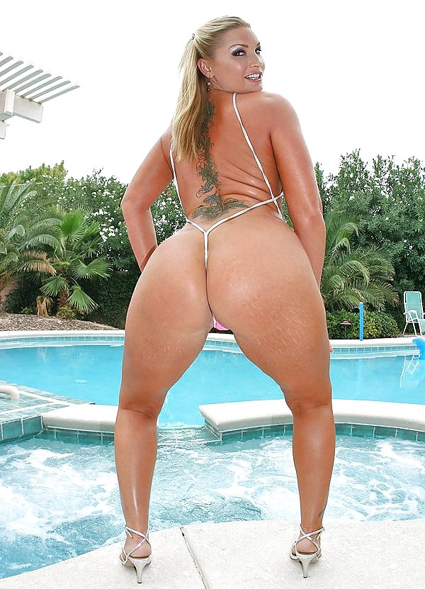 Thick brazilian chicks nude — photo 14