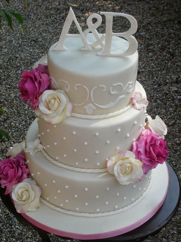 Hochzeitstorte Mit Tupfen Und Rosen In Rose Und Champagner