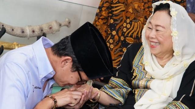 Sandiaga Uno Tawari Yenny Wahid Masuk ke Tim Suksesnya: Untuk Menjadi Pilar Menjaga Tenun Kebangsaan