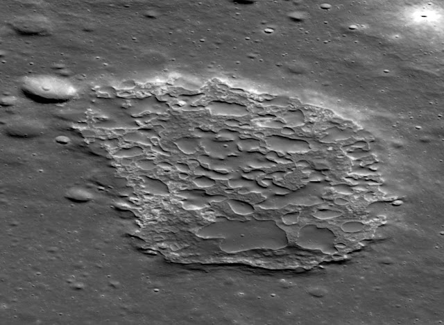 How a young-looking lunar volcano hides its true age