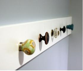 How to make a coat rack, how to build a wooden coat rack - steps to make a coat rack in the wall - how to recycle wooden doorknobs - easy ways to make a coat rack, wood crafts, easy wood crafts, crafts to decorate the bedroom, cute wood crafts to decorate the bathroom, easy crafts to secundary students,