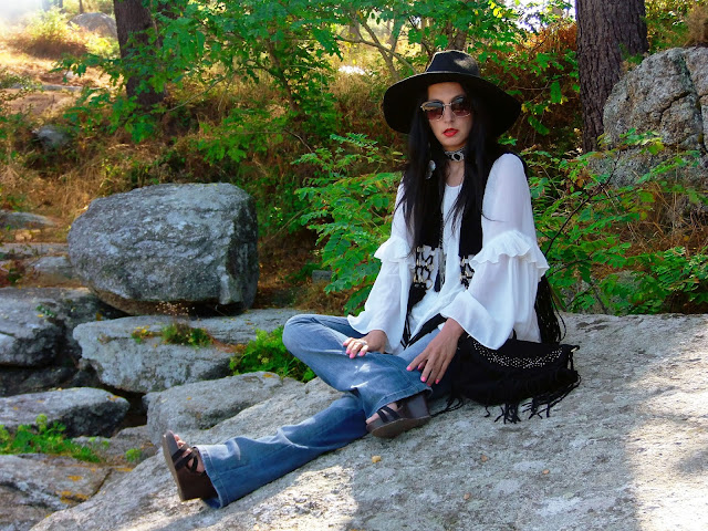 fashion, moda, look, outfit, blog, blogger, walking, penny, lane, style, street, estilo, chic, cool, trendy, boho,rock, hat, sombrero, fedora, blouse, blusa, chaleco, flecos, fringe, choker,