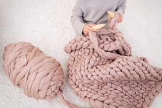 Knitting an Oversized Knit Blanket