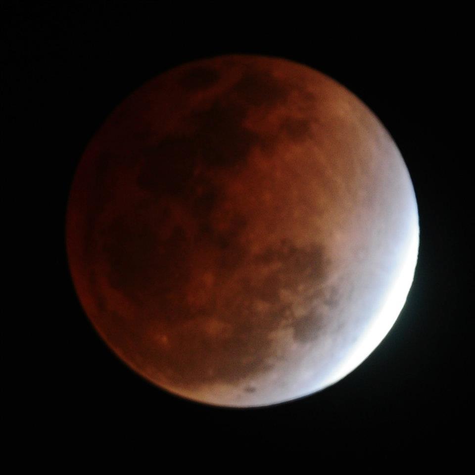 Gambar Gerhana Bulan Total Malam Ini