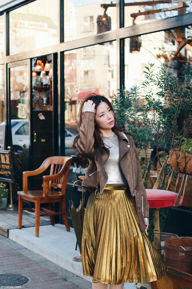 日本人ファッションブロガー,MizuhoK,今日のコーデ,ZARA フェイクスエードライダースジャケット,シルバーメタリックセーター,SheIn ゴールドプリーツスカート,ReEdit ローファー風ミュール,CHOIES シルバーバッグ,クリスマスイブコーデ