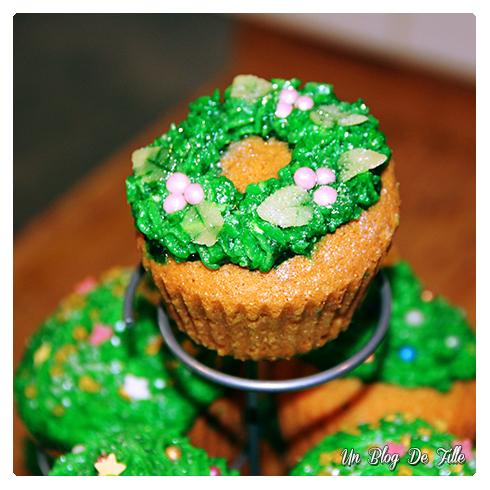 http://unblogdefille.blogspot.com/2014/12/recette-cupake-de-noel-christmas-cupcake.html