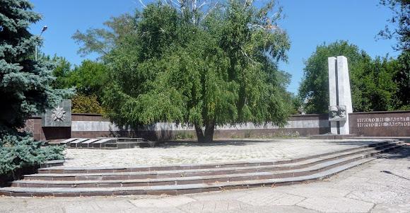Васильківка. Парк. Військовий меморіал