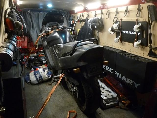 Honda CBR1000F - Mercenary is going drag-racing...