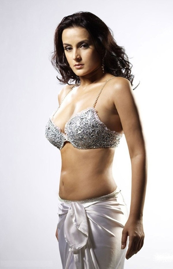 Tulip Joshi Nude Photos 39