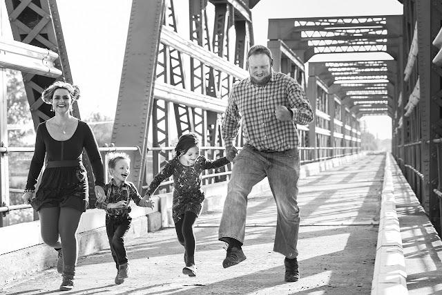 Contoh Descriptive Text Tentang Ayah Ibu dan Adik