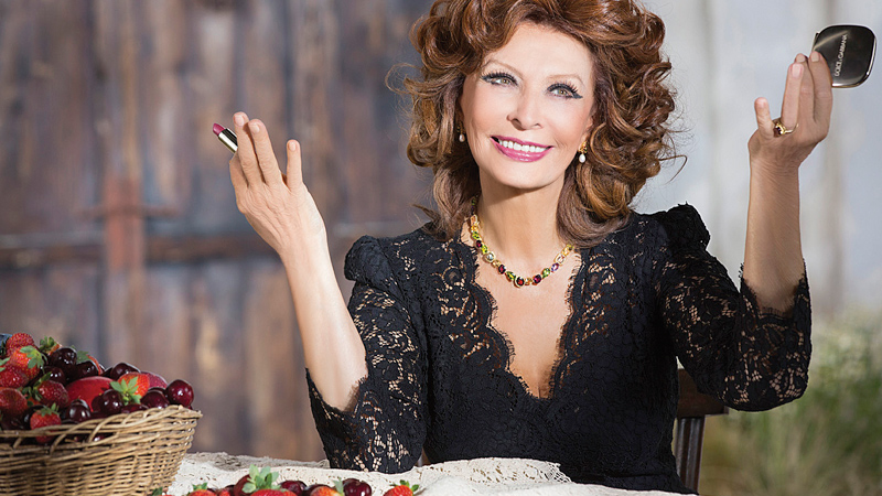 """""""Nu-ți refuza micile slăbiciuni!"""" – Lectii de viata de la Sophia Loren, model de feminitate si longevitate"""