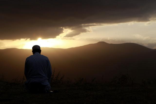 7 Tempat dan 12 Waktu Mustajab Untuk Berdoa, Rasulullah Juga Melakukannya