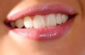 How to Get Sparkling White Teeth Naturally