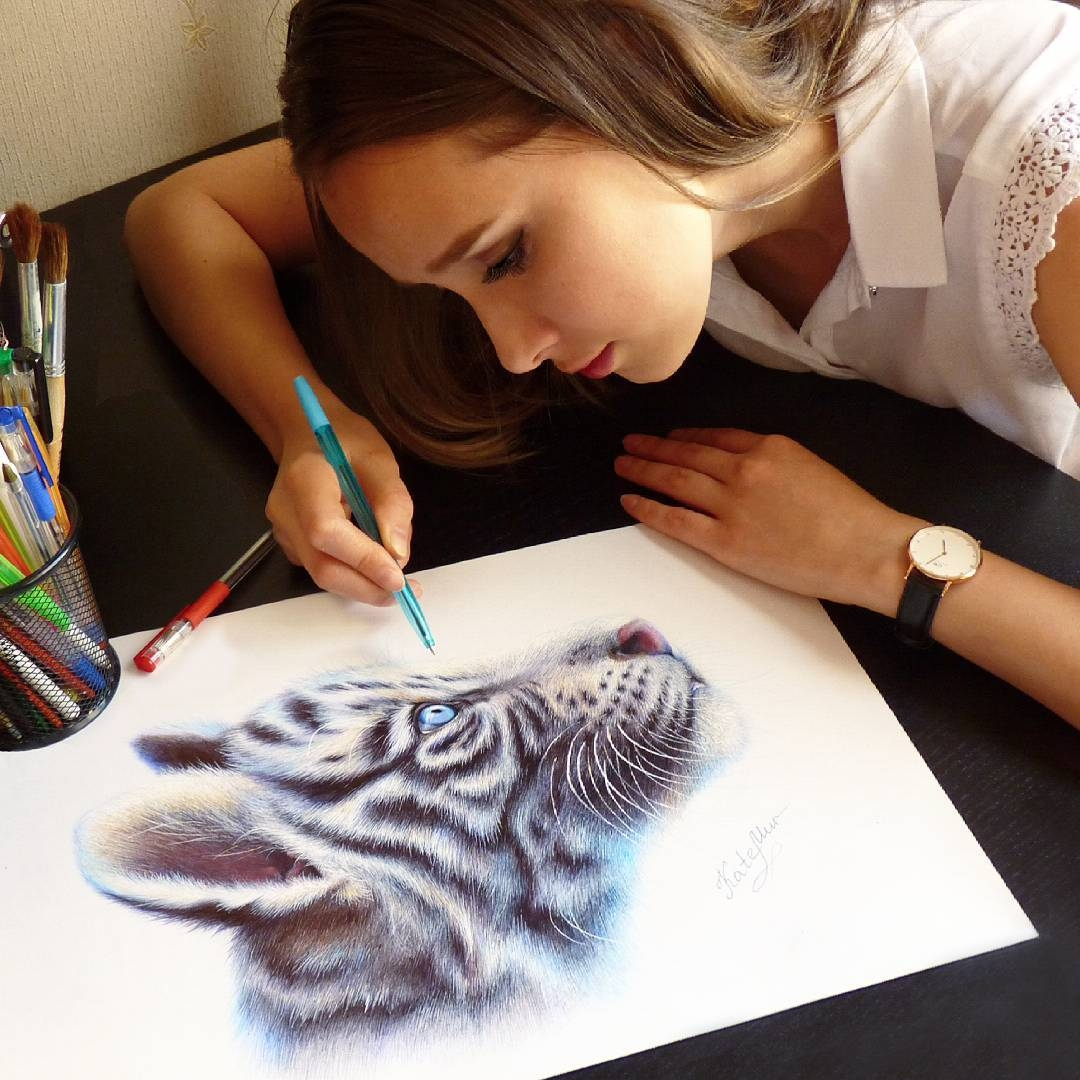 01-White-Tiger-Kate-Mur-Fantasy-and-Realism-in-Paintings-and-drawings-of-animals-www-designstack-co