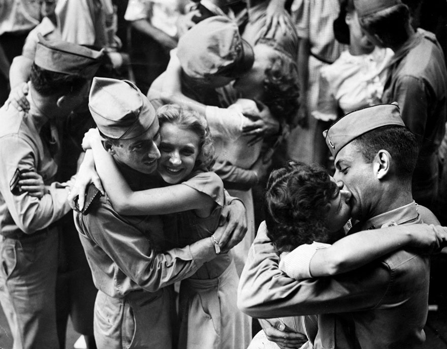 60 + 1 Heart-Warming Historical Pictures That Illustrate Love During War - Servicemen And Downtown Workers Embrace And Kiss In The Street As Word Of Surrender Flashed Through The Nation, 1945