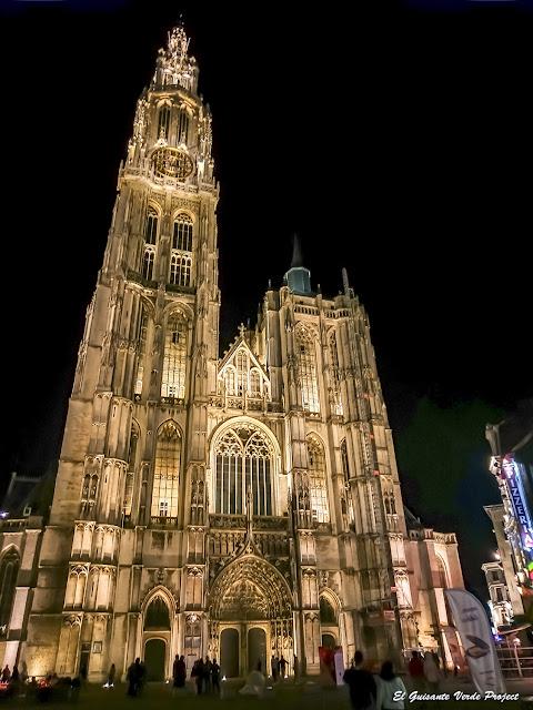Fachada Catedral de Nuestra Señora (noche) - Amberes por El Guisante Verde Project