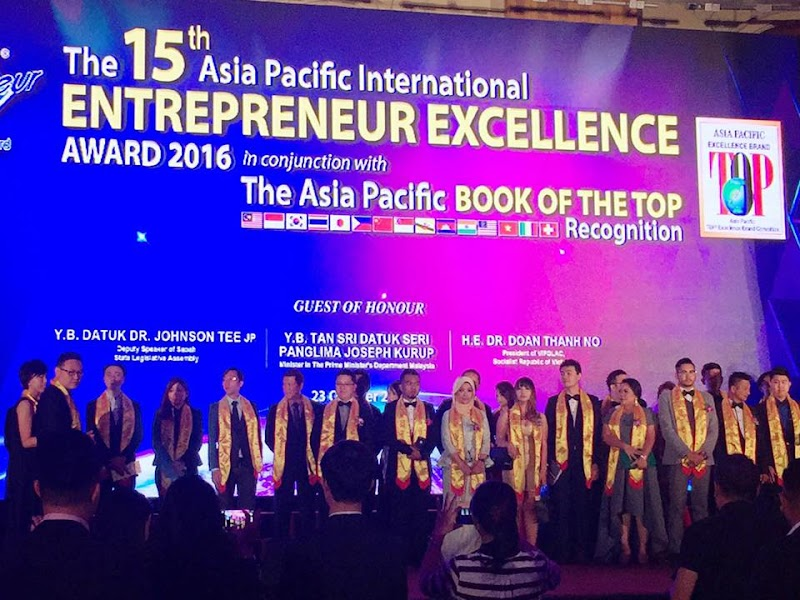 Ephyra terima Anugerah Asia Pacific Book of the Top Super Health Brand 2015-2017
