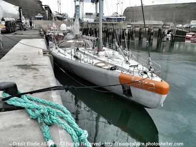 Tara remis à l'eau à Lorient.