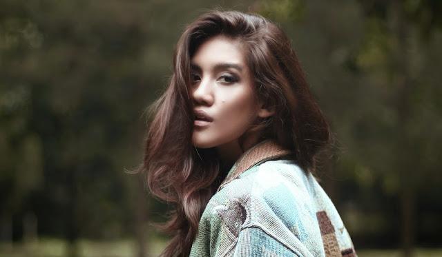 Biografi Monita Tahalea - Lorong Musik