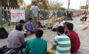 তালাণ্ডু স্টেশনে বিশ্ব কবিতা দিবস