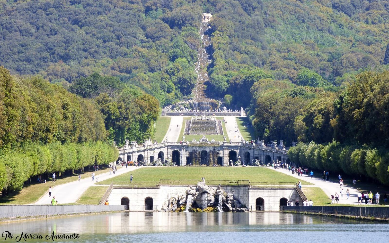 Fontana dei delfini - reggia di Caserta