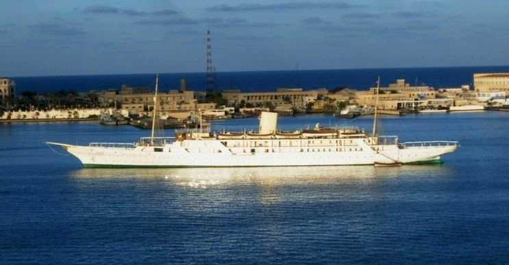 El Mahrousa oldukça büyük bir yattır, fakat teknoloji olarak eski sayılır.