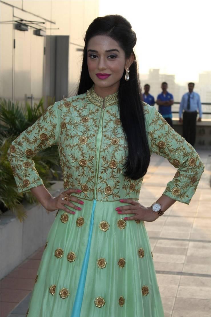 Bollywood Actress Amrita Rao Stills In Green Dress