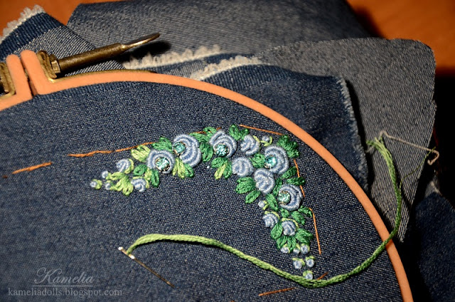 Embroidering roses with french knots