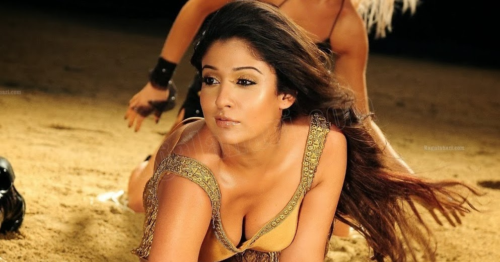 Actress Rare Collections: Nayantara Hot Cleavage Show