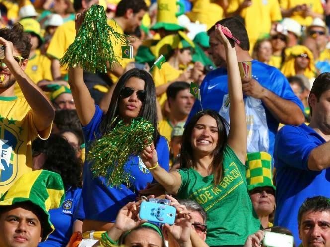 foto wanita cantik pendukung brazil di piala dunia 2014