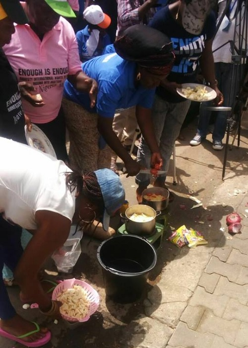 Protesters Besiege Amnesty International Abuja Office With Stoves, Cooking Pots, Mats