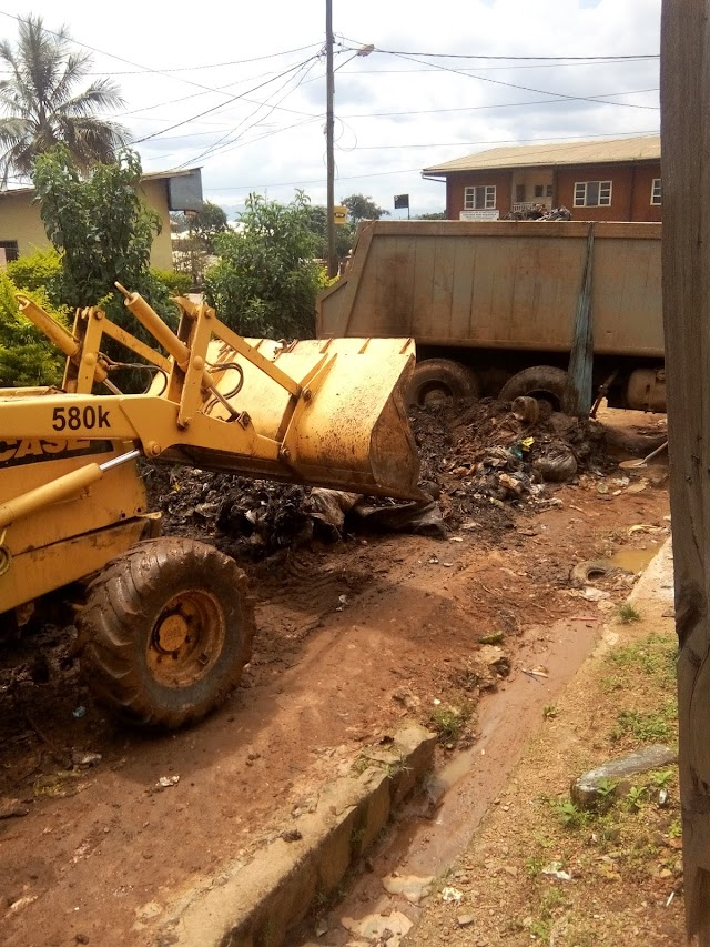 Bamenda City Council finally clears Garbage on Road Junctions