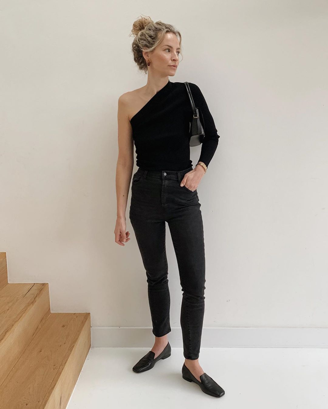 Black Jeans Are a Stylish Pick for Spring Outfits