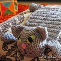 http://translate.google.es/translate?hl=es&sl=en&tl=es&u=http%3A%2F%2Fwww.blog.oomanoot.com%2Fcrochet-cat-toyscarf-tutorial%2F