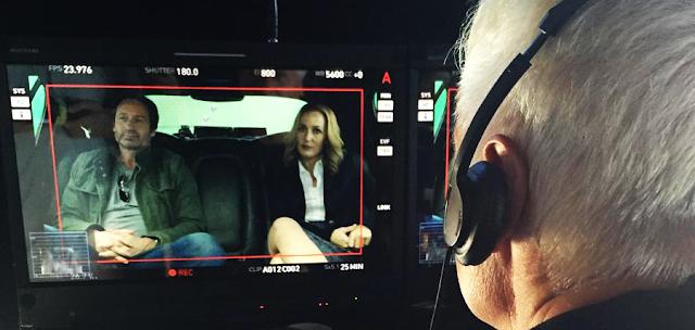 David Duchovny și Gillian Anderson pe platoutile de filmare pentru The X-Files