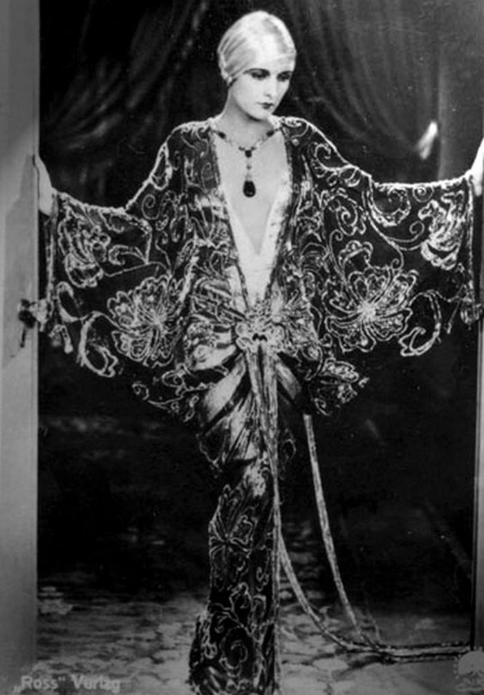 vintage lingerie a-z dressing gown